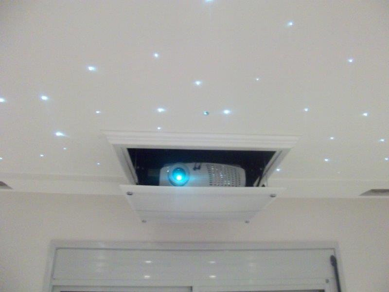 Instalação de projetor no teto