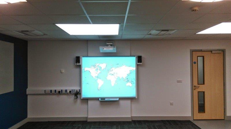 Serviço de instalação de tela de projeção